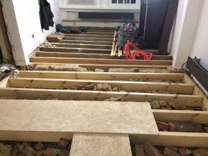 Gebrande_plankenvloer_op_balkenstructuur_35