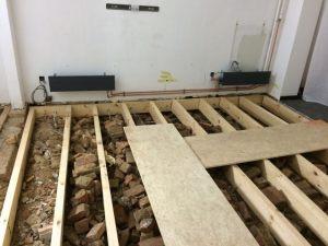 Gebrande_plankenvloer_op_balkenstructuur_67